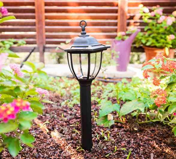 Kaip rūpintis saulės sodo šviesa?