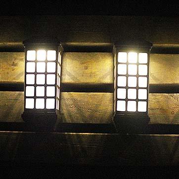 Saulės sienos montuojama šviesa